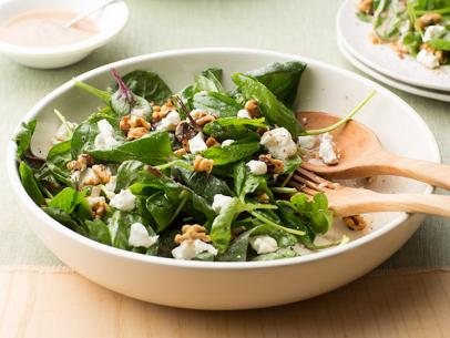 spinach-salad-with-goat-cheese-and-walnuts